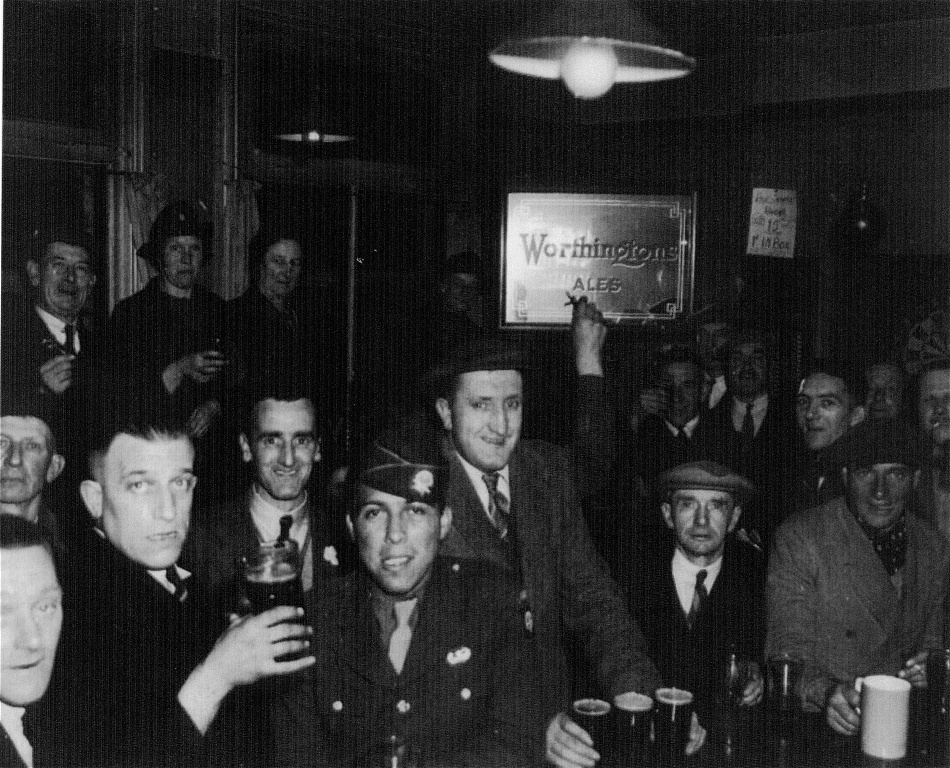 Quorn Camp troops at the Pear Tree Inn, Woodhouse Eaves 1944